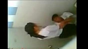 แอบถ่ายในห้องน้ำ เอากันในห้องน้ำ เย็ดในห้องน้ำ เด็กมอต้น มอต้นเย็ดกัน