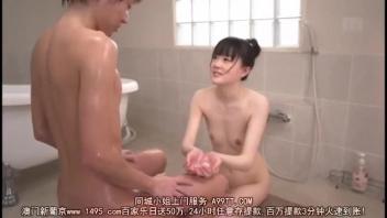 เย็ดในห้องน้ำ เย็ดเมียในห้องน้ำ เย็ดสาวขาวเนียน เย็ดกับผัวในห้องน้ำ อาบน้ำให้ผัว