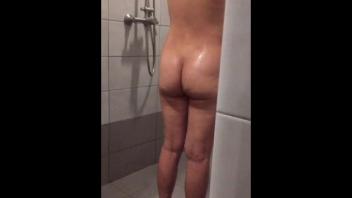 แอบถ่ายไทย แอบถ่าย แก้มก้นสวย แก้ผ้าอาบน้ำ หีสวยเนียน